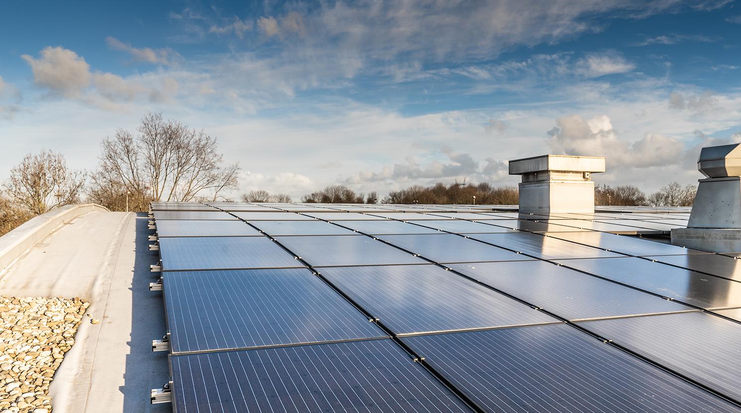Jual Solar ballastvrij montagesysteem op rond gebogen stalen bitumen dak