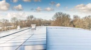 Zonnepanelen op gebogen rond dak