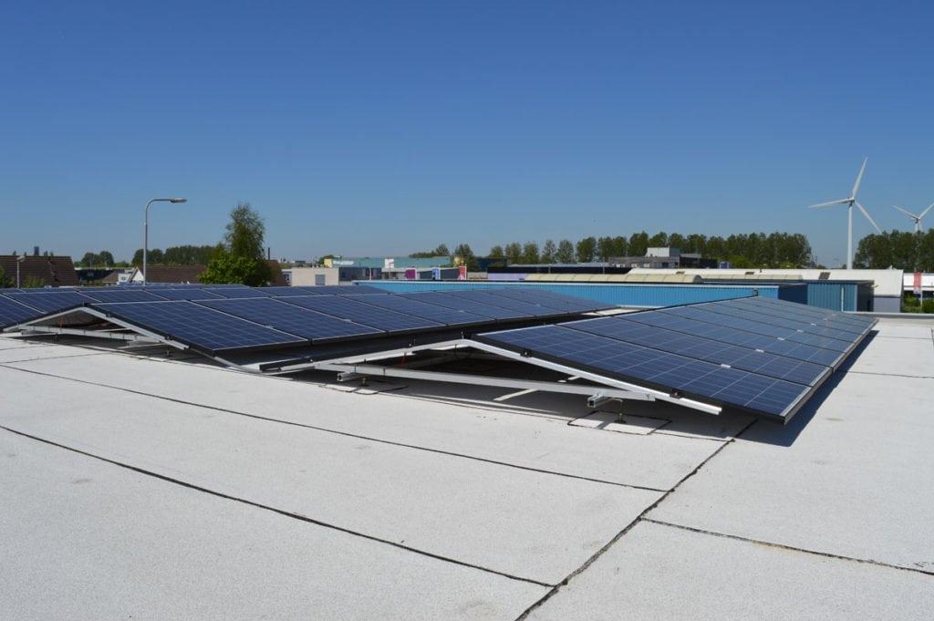 JualSolar_montagesysteem_zonnepanelen_plat_dak_bitumen_zonder_ballast (3)