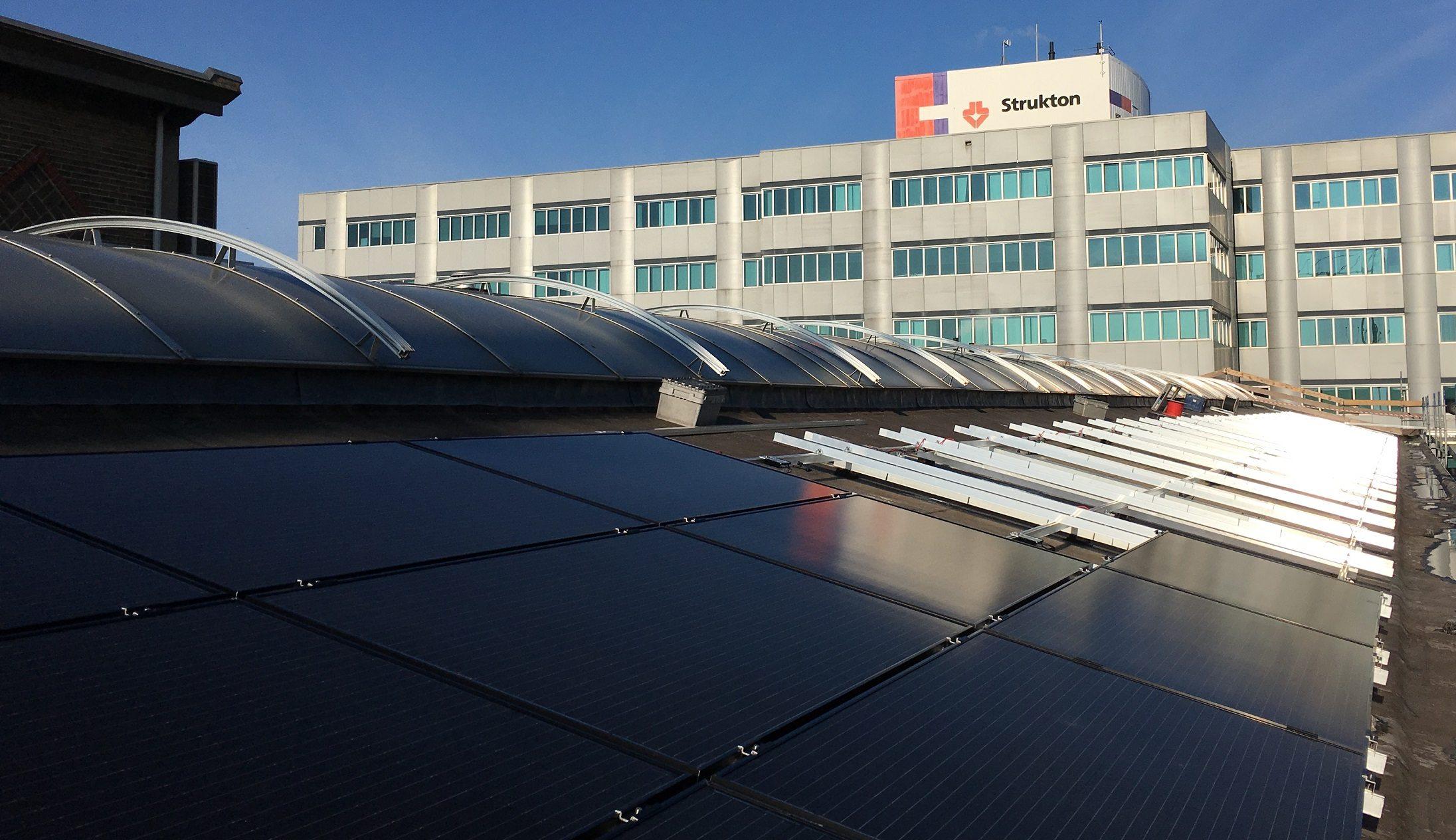 zonnepanelen-schuin-hellend-bitumen-dak