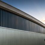Sportcomplex de Bloemerd - Zonnepanelen op gebogen dak met isolatie - Ballastvrij montagesysteem