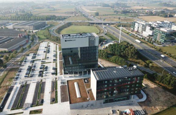 Jual Solar - Zonnepanelen op plat dak epdm - 50 meter hoog kantoorpand - Project